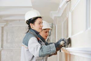 people applying ventian plaster