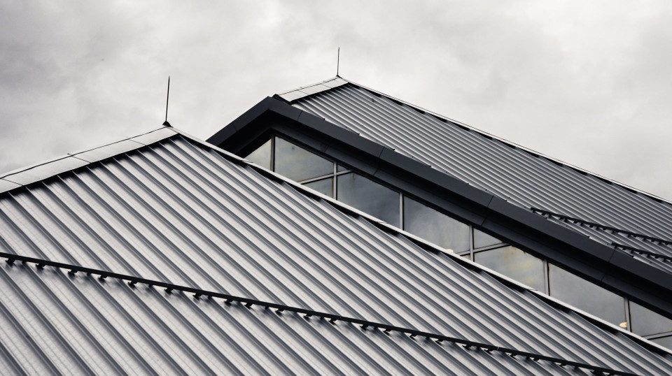 Pros and Cons – Metal Roof Vs. Shingles